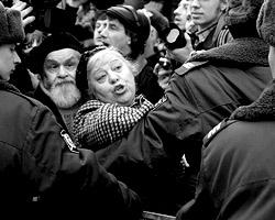 Многие люди удивляются: зачем «внесистемная оппозиция» устраивает совершенно бессмысленные «марши несогласных»? (фото: Дмитрий Коротаев/ВЗГЛЯД)