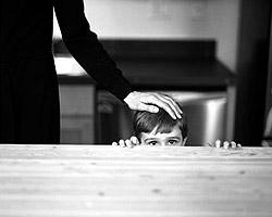 Периодически попадающие в СМИ истории о том, как иностранные усыновители издеваются над российскими детьми (фото: Getty Images/Fotobank.ru)