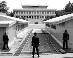 Эксперты сходятся во мнении, что война между Северной и Южной Кореями не нужна ни той, ни другой стороне (фото: Reuters)