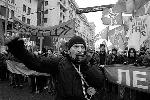 Вместе с коммунистами в шествии по центру Москвы участвовали активисты «Левого фронта» (фото: Артем Коротаев/ВЗГЛЯД)