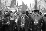 Лидер КПРФ Геннадий Зюганов (в центре) вел митингующих за собой (фото: Артем Коротаев/ВЗГЛЯД)