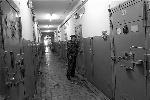 Смотровые глазки − самый характерный тюремный атрибут: приватность заключенным не положена