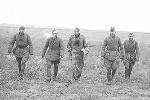Великая Отечественная война. В основном армейская форма осталась прежней. Вычурную буденновку в Красной армии к началу войны уже сменила более удобная пилотка