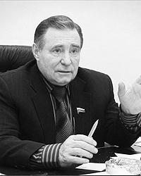 Александр Гуров считает, что за «мелкие» нарушения ПДД культурных водителей надо прощать (фото: edinros.ru)