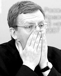 Положение А. Л. Кудрина столь незавидно, что и вправду как бы с горя не последовал безнравственному совету М. В. Леонтьева (фото: Дмитрий Копылов/ВЗГЛЯД)