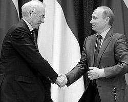 В отличие от своей предшественницы Юлии Тимошенко, Николай Азаров не стесняется углублять партнерские отношения с Россией в экономической сфере