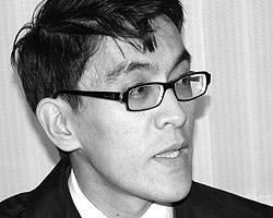 Экс-глава аппарата  временного правительства страны, лидер партии «Айкол Эл»  Эдиль Байсалов  (фото: bbc.com)