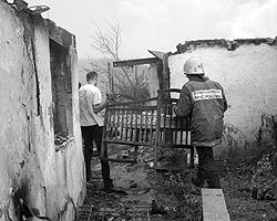 Согласно статистике в России в год в среднем  (данные 2002-2006 годов) происходит около 240.000 пожаров, гибнет около  19.000 человек (фото: ИТАР-ТАСС)