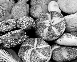 Богатым все равно, сколько стоит хлеб – пять  рублей или пятьдесят (фото: ИТАР-ТАСС)