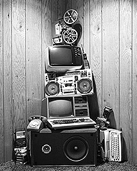 Что же со всем этим делать? Ведь это  всемирное мошенничество, обман, который заставляет нас постоянно платить  деньги ни за что (фото: Getty Images/Fotobank.ru)