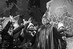 Мэр Москвы Юрий Лужков в костюме волшебника на Манежной площади во время церемонии торжественной встречи всероссийского Деда Мороза из Великого Устюга.            26.12.2009