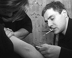 Что касается Нижнего Тагила, то ситуация в этом городе критическая, если не сказать – запредельная. Распространение ВИЧ-инфекции через шприцы наркоманов приняло катастрофические масштабы (фото: Дмитрий Коротаев/ВЗГЛЯД)