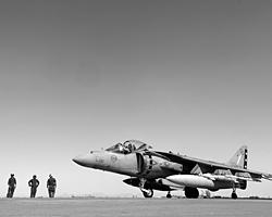 Гордость Королевских ВМC самолет вертикального взлета и посадки типа Harrier пустят на слом уже в следующем году (Фото: Reuters)
