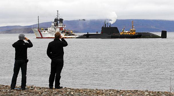 атомная лодка у берегов