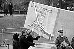 Мемориальная церемония, в которой приняли участие президент Польши Бронислав Коморовский, премьер-министр Дональд Туск, семьи погибших, прошла в среду утром на старейшем кладбище Повонзки (фото: Reuters)