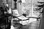 """Артист купил этот дом в поселении Снеденс графства Роклэнд в 1981 году и отремонтировал его. После он и его давнишний партнер Лиза Райнхарт, которая позднее стала его женой, расширили особняк, чтобы разместить разрастающуюся семью (фрагмент одной из гостиных) <a href = """"http://www.vz.ru/news/2010/11/12/446621.html"""" target = """"_blank"""">Подробности</a>(фото: The Wall Street Journal)"""