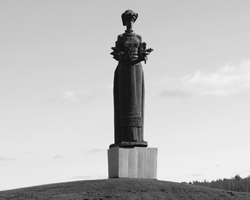 Статуя «Мать»