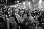 Китайцы верят, что чем громче и ярче праздник, тем дальше уберутся от них злые духи (фото: Reuters)