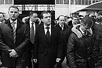 По итогам  посещения вокзала президент поручил главе ФСБ Александру Бортникову (за президентом справа) общую координацию работы по безопасности на транспорте