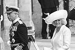 Принц Чарльз с супругой Камиллой Паркер Боулз на церемонии бракосочетания принца Уильяма и Кейт Миддлтон (фото: Reuters)