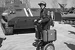 Проект  создан на базе электрического персонального устройства передвижения Segway. Мобильное транспортное средство может передвигаться со скоростью до 20 км/час и нести на себе груз специального оборудования – например, спасательного – до 30 кг (фото: samospas.ru)