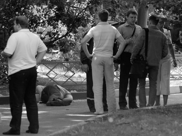 Убийство произошло на Комсомольском проспекте Москвы возле дома 38/16 – в сквере между двух домов, около детской площадки