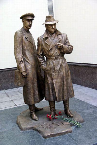 Памятник жеглову и шарапову в киеве