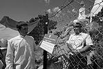 После того как полиция отпустила активистов «Студенческого братства», они вернулись на территорию близ маяка и продолжили протест, разбив палатки. Напомним, что впервые драки с охраной маяков активисты братства устроили еще в 2006 году во время правления Виктора Ющенко