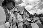 Молодые люди, ранее проникшие на маяк, ограничились тем, что разбили неподалеку палатки. Каких-либо конкретных требований они не выдвинули. Братство известно на Украине как одна из радикально националистических молодежных организаций