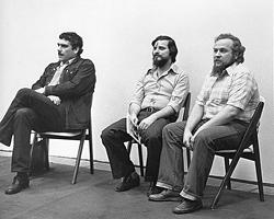 Сергей Довлатов, Петр Вайль и Александр Генис на совместном выступлении (Нью-Йорк, 9 ноября 1979 года) (Фото: Н. Аловерт/sergeidovlatov.com)