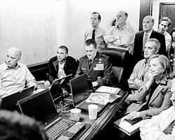Барак Обама и члены его команды в режиме онлайн следили за уничтожением Усамы бен Ладена (фото: Reuters)