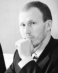 Игорь Белобородов предлагает решать демографические проблемы, запретив приток зарубежных мигрантов (фото: spbda.ru)