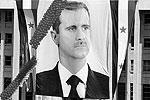 На фоне правительственного здания был развернут портрет Асада. Над площадью, заполненной людьми, реяли два огромных флага – России и Китая, – составленные из воздушных шаров (фото: Reuters)