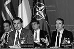 """Расмуссен оставил шутку Саакашвили про галстук и куртку без ответа. О том, что он привез Саакашвили в подарок, ничего не сообщается <a href = """"http://www.vz.ru/news/2011/11/10/537641.html"""" target = """"_blank"""">Подробности</a>(фото: Reuters)"""