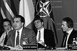 """Галстук, стоит отметить, действительно тот самый, трехлетней давности <a href = """"http://www.vz.ru/news/2011/11/10/537641.html"""" target = """"_blank"""">Подробности</a>(фото: Reuters)"""