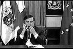"""Тема галстуков для президента Грузии очень животрепещущая – известен момент, когда он жевал этот предмет одежды перед одним из своих выступлений в августе 2008 года <a href = """"http://www.vz.ru/news/2011/11/10/537641.html"""" target = """"_blank"""">Подробности</a>(фото: кадр из видео)"""