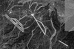 """На снимках заметен объект, напоминающий аэродром с длинной взлетно-посадочной полосой, а также ее копия, расположенная на расстоянии нескольких километров к востоку <a href = """"http://www.vz.ru/news/2011/11/15/538821.html"""" target = """"_blank"""">Подробности</a>(фото: фрагмент сервиса maps.google.com)"""