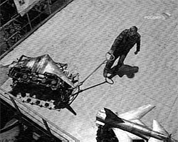 Существует как минимум 10 вариантов компоновки машины будущего. Самым перспективным считается вариант дозвукового бомбардировщика по схеме «летающее крыло», базирующегося на наработках по теме противолодочного самолета 80-х годов Ту-202 (фото: vesti.ru)