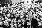 «Здесь живут люди, которые могут прямо в глаза сказать что угодно и кому угодно. Но именно на таких людей и можно по-настоящему положиться. Страна наша всегда, особенно в трудные времена, опиралась на крепкое плечо горняка и металлурга», – сказал Путин. Участники митинга приняли резолюцию в поддержку курса правительства (фото: ИТАР-ТАСС)