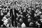 Путин выступал на фоне гигантского телеэкрана, на который проецировалось изображение тысяч участников акции (фото: ИТАР-ТАСС)