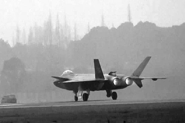 На истребителе установлен авиадвигатель китайского производства WS-10 («Тайхан») в модернизированной версии