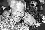 1992 год. С  Нельсоном Манделой (фото: Reuters)