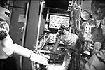 """В Центре подготовки космонавтов протестировали робота на полноразмерном макете станции «Мир» и тренажере «Выход-2» <a href = """"http://www.vz.ru/news/2012/3/7/566728.html"""" target = """"_blank"""">Подробности</a>(фото: НПО «Андроидная Техника»)"""