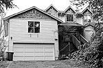 Пустующий дом старшего сержанта Роберта Бейлса в Бонни Лейк, штат Вашингтон. Гражданская жена военнослужащего и двое его детей были отправлены на военную базу в городе Такома, штат Вашингтон, из соображений безопасности (фото: Reuters)