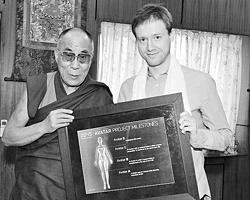 Его Святейшество подчеркивает необходимость налаживания взаимодействия науки и духовных традиций (Фото: ВЗГЛЯД)