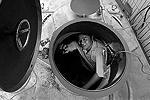 Китайцы представили двухместную подводную лодку. Субмарину разработали по заказу 37-летнего фермера, который намерен ее использовать для сбора подводного урожая, например морских огурцов. Подлодка имеет глубину погружения 20–30 метров и может находиться под водой до 10 часов (фото: Reuters)