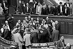 Накануне на вечернем заседании парламент рассматривал законопроект о языковой политике, однако перед голосованием бютовцы вступили в потасовку с регионалами, сорвав голосование. После драки депутатов спикер Верховной рады Владимир Литвин закрыл вечернее заседание. Парламент так и не проголосовал по данному законопроекту. На следующей неделе пленарные заседания проводиться не будут