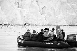 Туристы у берегов Шпицбергена (фото: ИТАР-ТАСС)