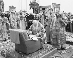 В донецкой епархии УПЦ МП верующие поклоняются святителя Иоаннна Шанхайского (Фото: pravmir.ru)