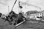 Экспериментальный электропоезд «Ласточка», разработанный для Олимпийских игр в Сочи, столкнулся с грузовиком «КамАЗ» в районе платформы «Карачарово» во время испытаний. Водитель машины чудом выжил, отделавшись незначительными травмами (фото: ИТАР-ТАСС)